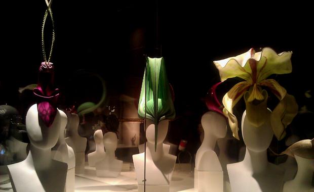 Qué es un Personal Shopper - Exposición Tocados Philip Treacy Madrid